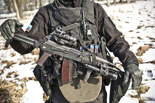 FSB Officer with an STKBR mounted